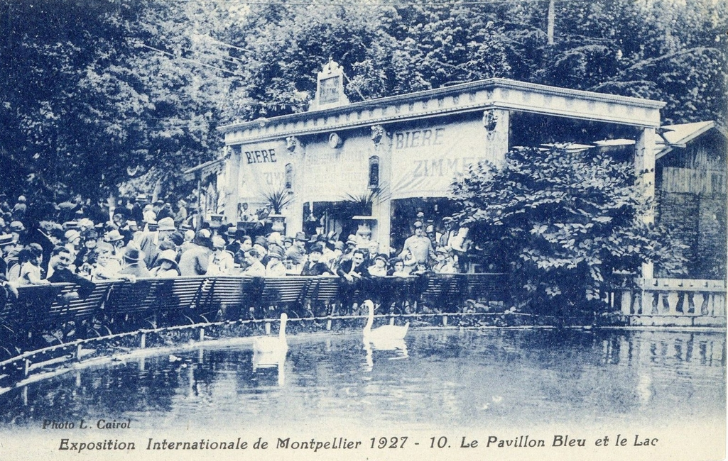 Exposition internationale de Montpellier, Le Pavillon bleu et le lac1927. AMM, carte, 6Fi954_001